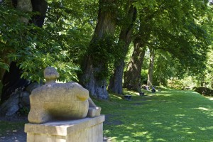 Henry Moore Reclining Figure, gardens