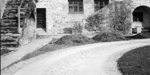 Archive shot of courtyard paving by Beatrix Farrand