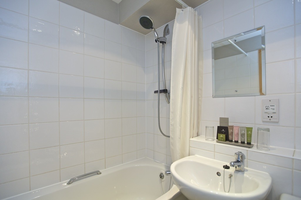 Double Ensuite (East Wing)