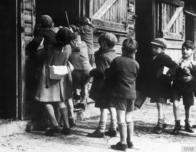 Colony for artists under six: evacuees to Dartington Hall, 1941