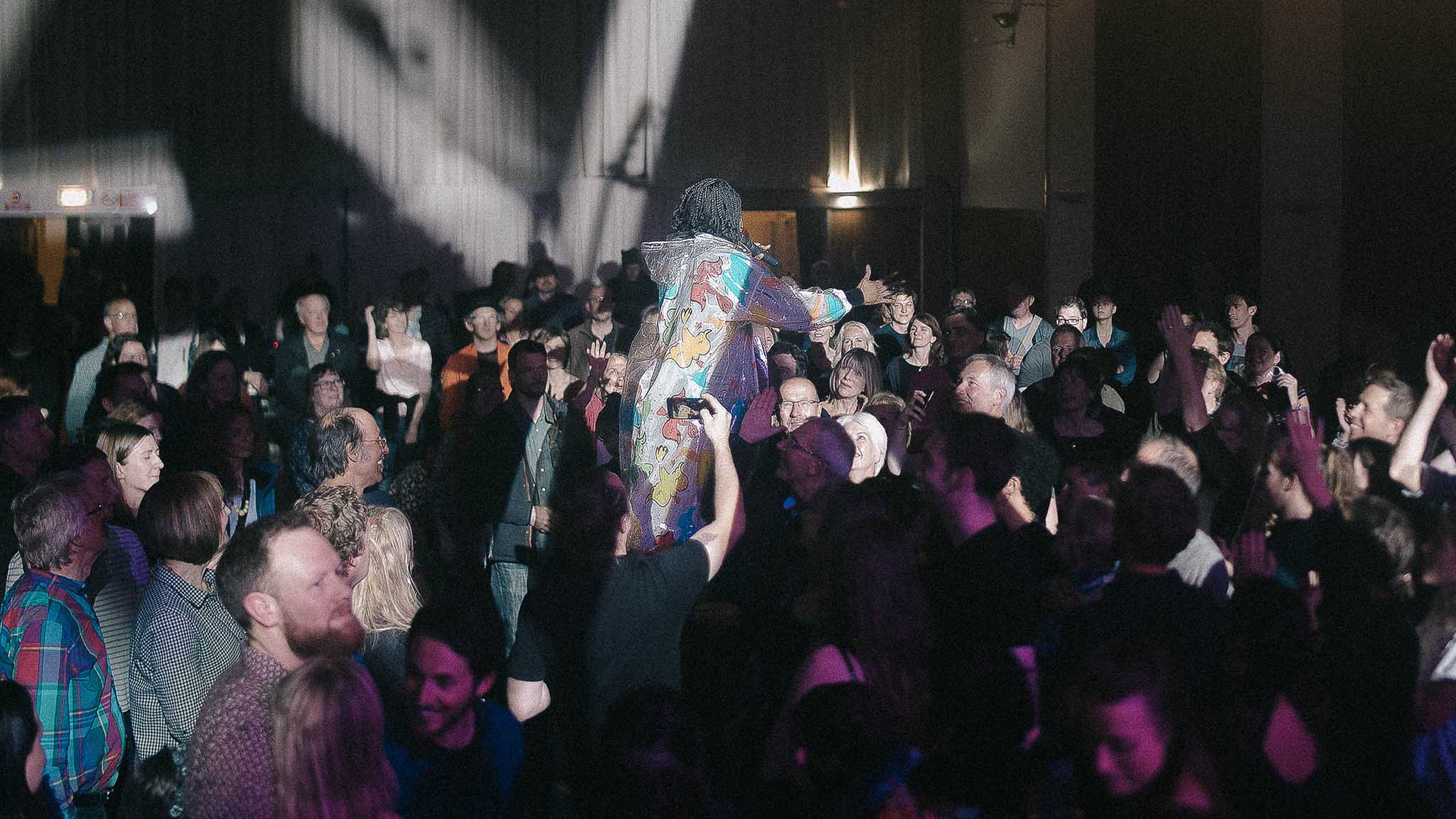 Over 3000 turn out for free Totnes party
